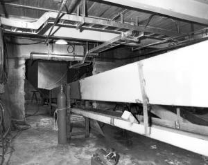 Convoyeur à l'intérieur de l'usine de sciage Fraser de Kedgwick
