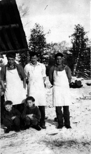 Cuisiniers et enfants au Premier Lac