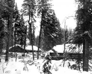 Camps de bois rond sous la neige for Camp en bois rond