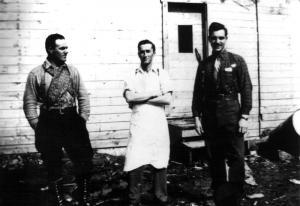 M. Dumont, M. Bélanger et M. Couturier au camp 34