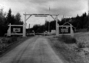 Première barrière d'Iroquois de la Compagnie Fraser d'Edmundston