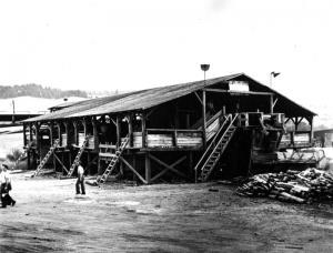 Hangar à bois pour camions