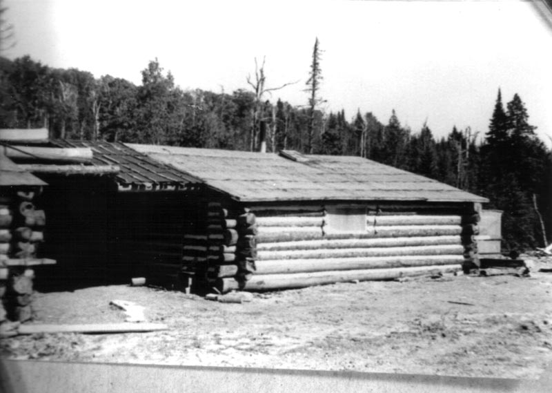 Un camp en bois rond for Camp en bois rond