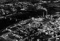 Vue aérienne de l'usine Fraser au Maine en 1957