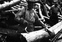 Travailleur d'usine avec un crochet à main