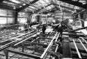 L'intérieur de l'atelier de sciage à la scierie Fraser de Kedgwick