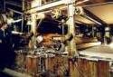 M. Albert Charest au service du carton de l'usine Fraser d'Edmundston