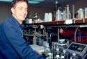 M. Fournier au laboratoire d'Edmundston